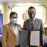 Gobernación de Cochabamba condecora a UNICEN por sus 31 años de Vida Institucional y su impecable trabajo a favor de la Educación Superior