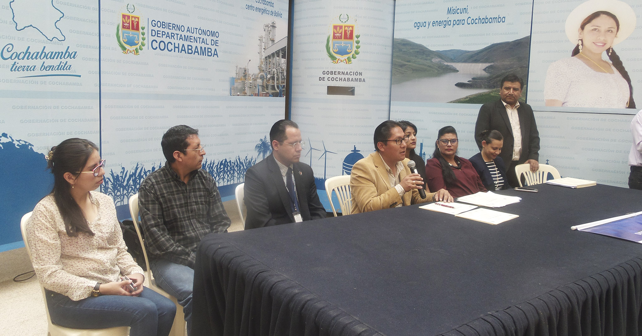 POR EL 21 DE SEPTIEMBRE: GOBERNACIÓN DE COCHABAMBA ENTREGÓ RECONOCIMIENTOS A ESTUDIANTES DESTACADOS DE UNICEN