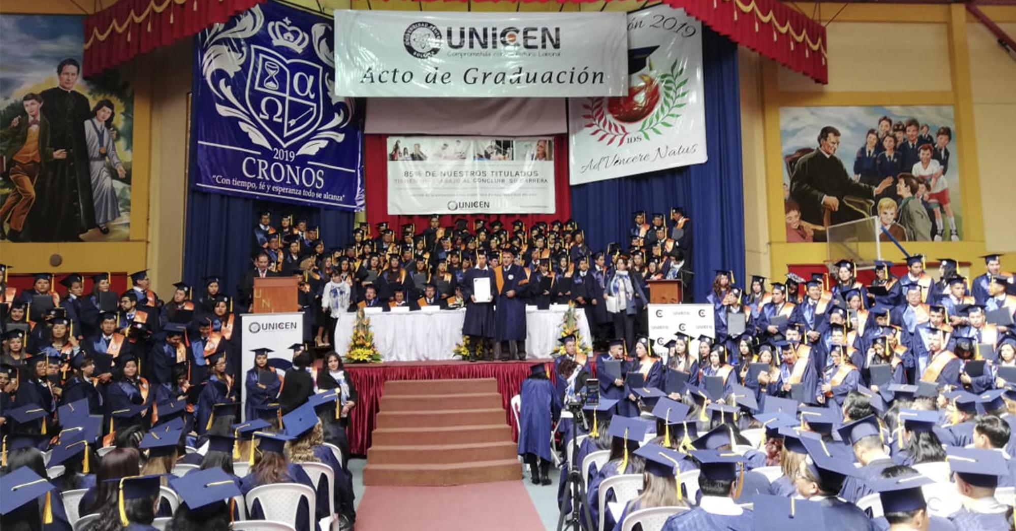 En solemne acto de graduación egresaron y se titularon más de 350 universitarios